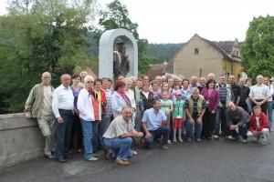 Společná fotka před Sv. Janem v Čepicích