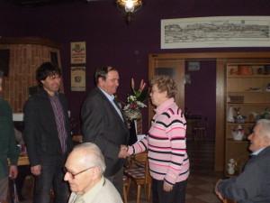 Předseda gratuluje paní Marii Mazourové