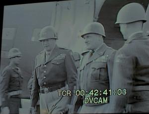 Američtí důstojníci na archivním záběru